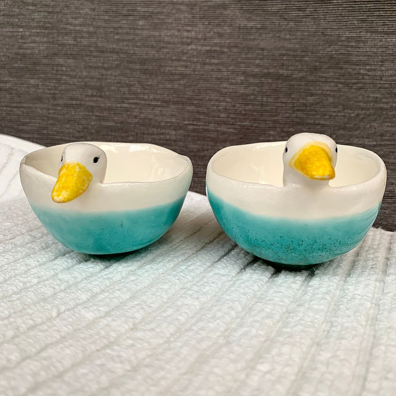 A Lu two duck small pottery bowl/hand-painted only this one)