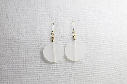 // Design brass frosted acrylic earrings // ve110