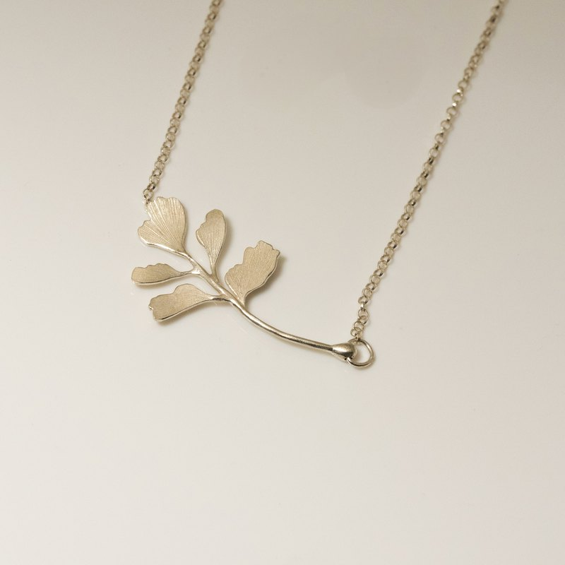 . Above the vegetation. NO.04-2 Fern leaf fern (single piece) necklace / 925 silver