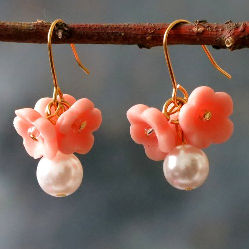 14kgf  . Pink flowers  pearl earrings. Pink. Gift for her / handmade earring