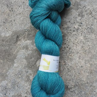 Hand dyed lace thread. Between blue and green (BFL/Silk)