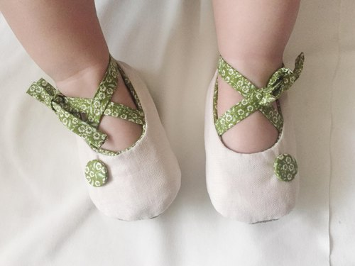 Japanese white linen X Norwegian green floral handmade button strap baby shoes baby shoes toddler shoes