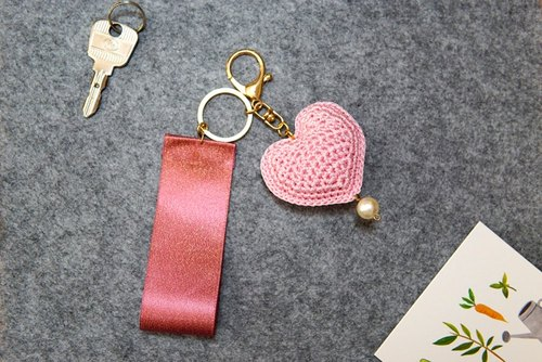 Independent design hand-woven retro cute romantic pink pearl small love key chain pendant