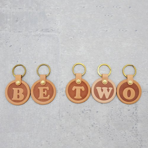 Be Two ∣ leather alphabet key ring / Italian tanned leather key ring