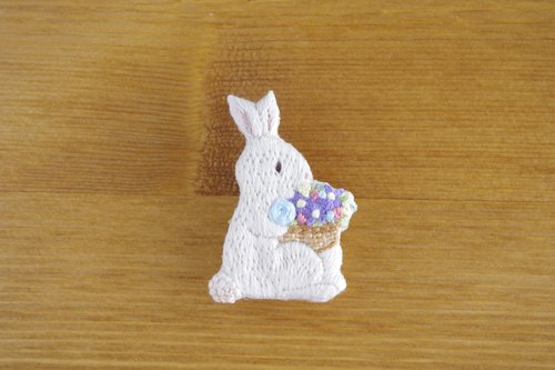 Life of animals Mr. Usagi Embroidery brooch with flower basket
