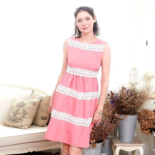 Elegant embroidered dress (adult size)