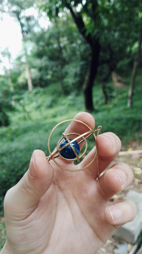 [Mush] Brass Tetraorbital Necklace, Spinning Solar System Necklace, Space Jewelry, Geometric necklace, astronomy necklace, spinning necklace