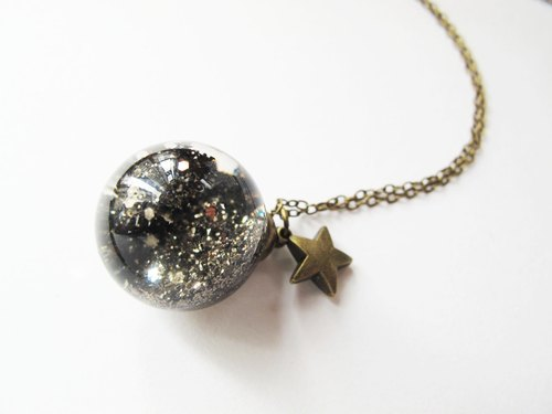 *Rosy Garden* dark green glitter with water inisde glass ball necklace