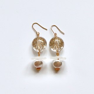 Clear Gold Leaf Beads Earrings with Flat Pearly Beads