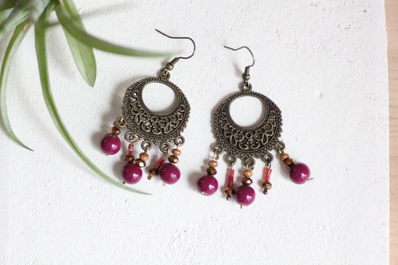 Uva earrings - Deep red beads with antique brass parts