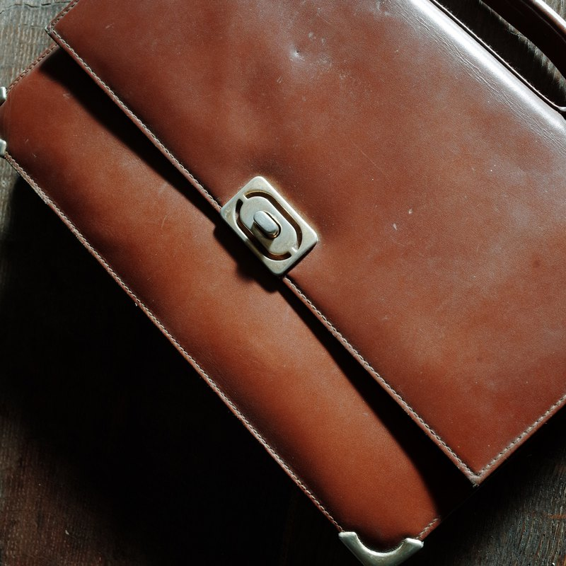 Brown / / antique / / turn buckle / / portable briefcase