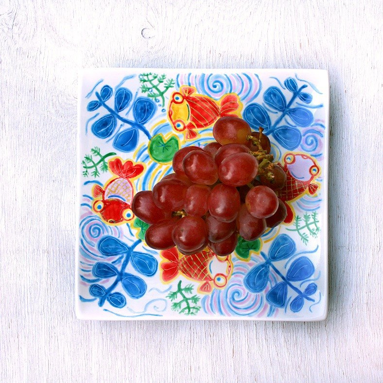 Red goldfish picture square plate