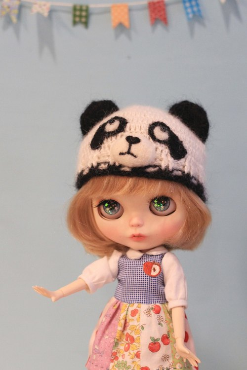 Blythe large cloth size hand-woven panda hat