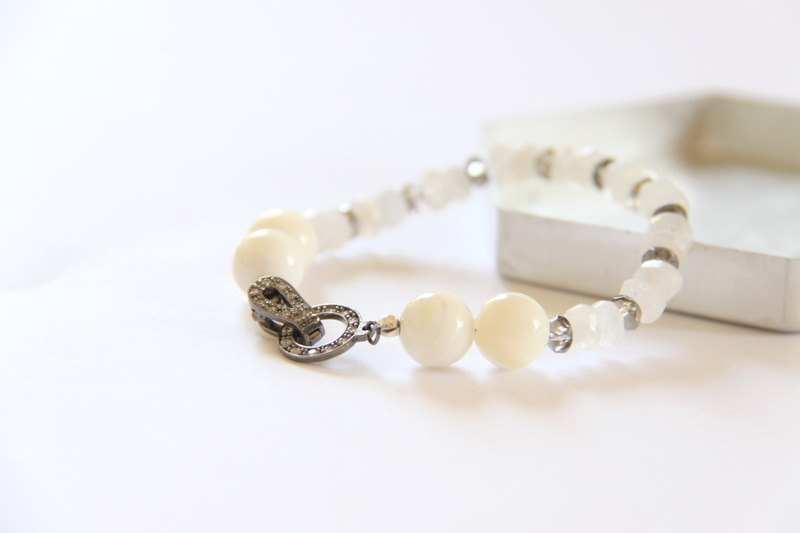 Fashion Jewelry series of energy - diamond buckle white clam shell beads Moonstone Bracelet / Sterling silver clasp with shell & moonstone bracelet