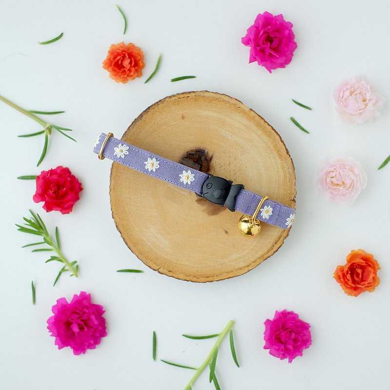 : MINI DAISIES : Lavender - Handmade embroidered flower breakaway cat collar