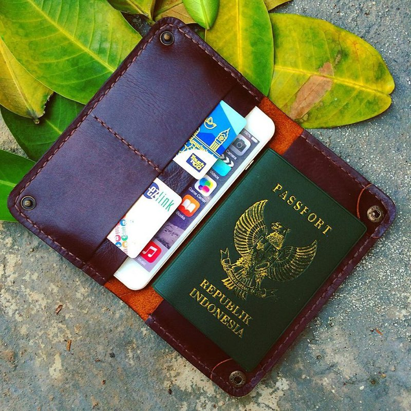 Wallet passport + iPhone 6/6s/7/8 plus or iPhone X (color Dark Brown)