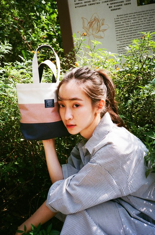 Hand care Tote bag _ rice white lotus root deep blue