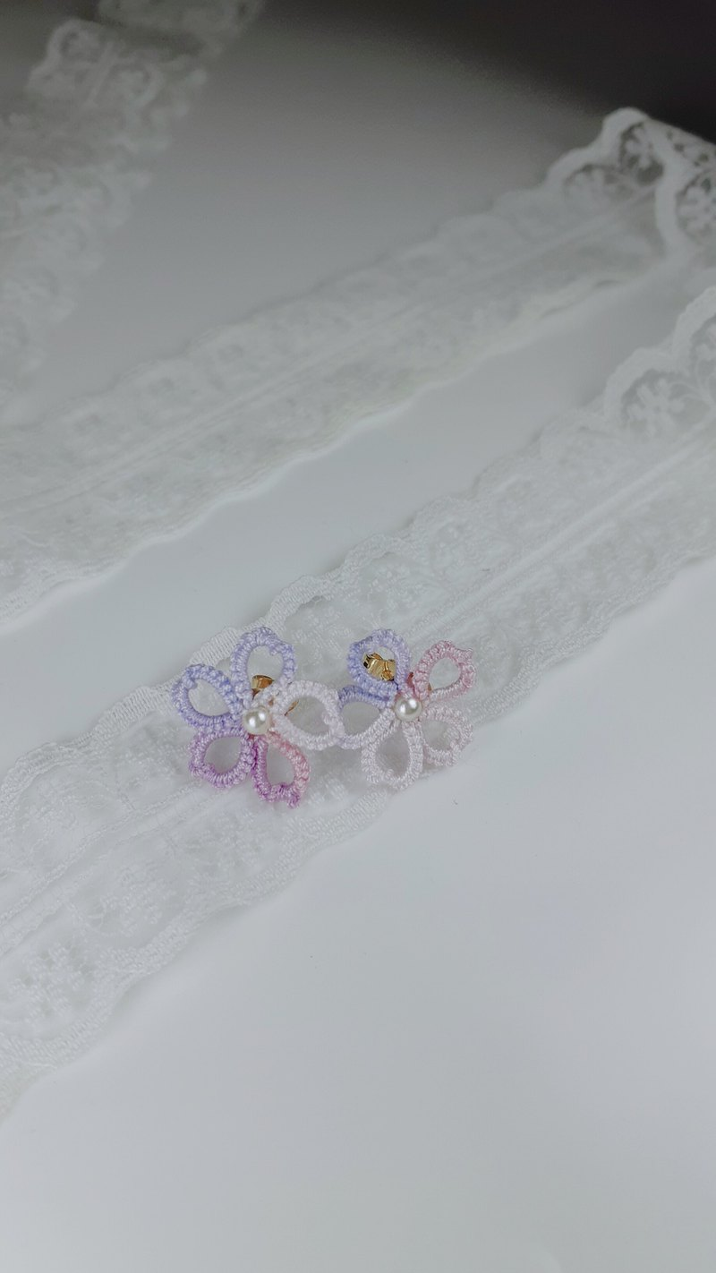 [Littlest Things] Tatting a Little Thing Collection Light Purple Flower Earrings