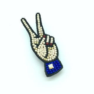 Tearoom I Hand n Hand ‧ V Shaped hand signal embroidery brooch