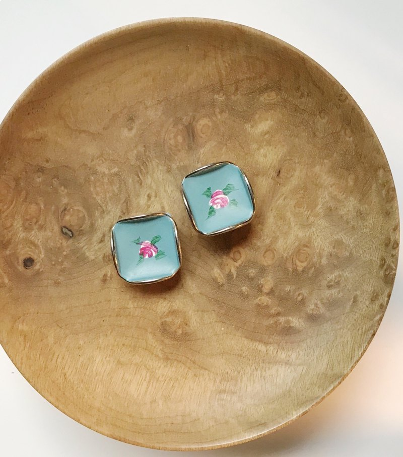 Blooming / early blue flower clip earrings