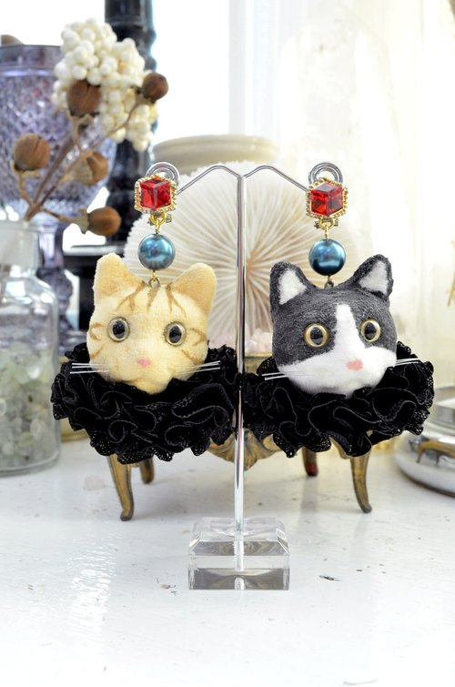 Large cat head earrings cat head Japanese designer hand system