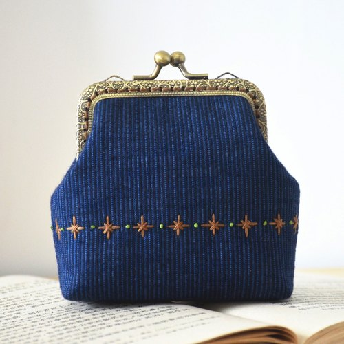 【Small double 囍】 handmade cloth original gold pocket hand embroidery purse - Starry Night