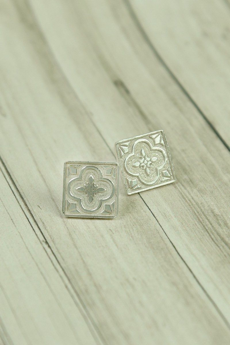 Statelywork old house series - Begonia flower glass earrings - silver