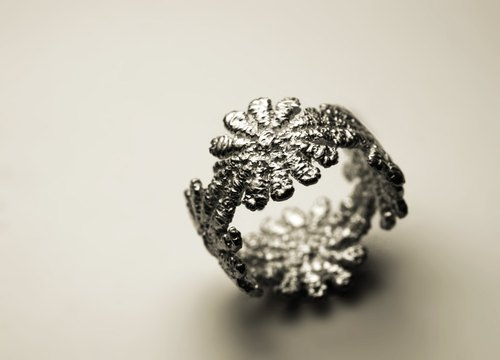 Lace sparkling silver ring