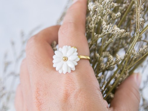 Daisy ~ white porcelain flower ring ~ size S