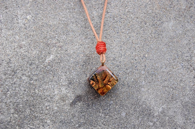 [Orange Landscape _ Ancient Memory] Burdock Necklace (Square)