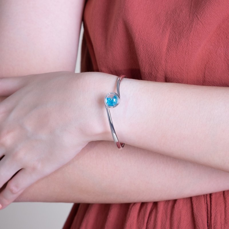 Mirari Bangle with Blue Apatite in White Topaz