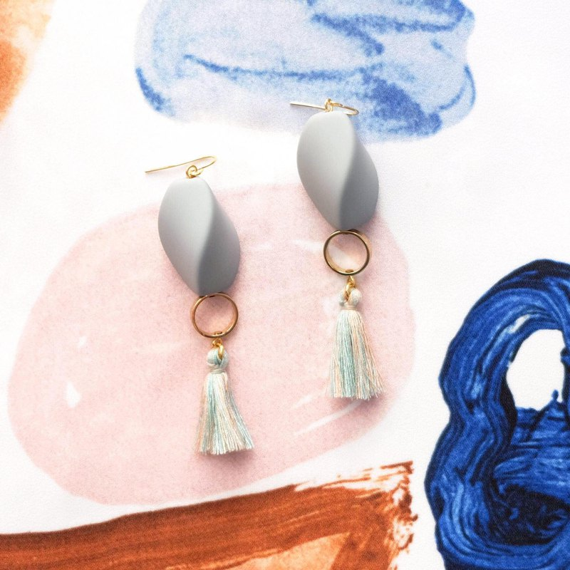 ALYSSA & JAMES gray matte beads color tassel earrings (can be turned ear clip)