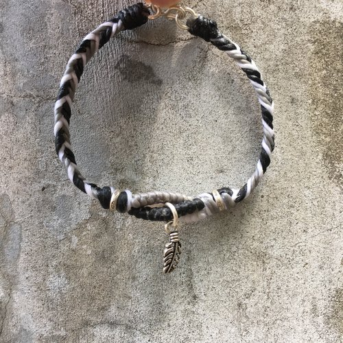 Irregular ‧ hand-made x wax line □ ■ 925 sterling silver □ ■ small feathers
