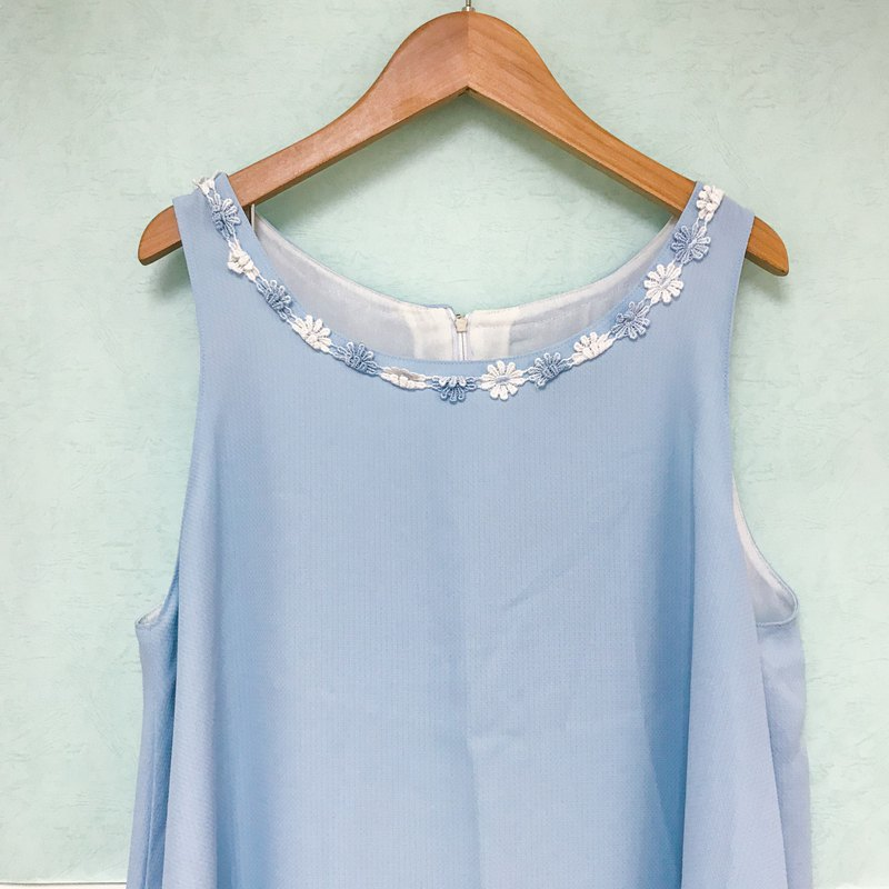 Vintage Dress / Sky Blue Daisy Sleeveless Dress