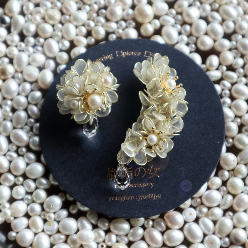 Flower bloom of the moon Book pearl and Swarovski limited quantity
