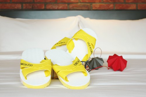 CHECK inn Classic - Yellow/White Slipper Couple Set