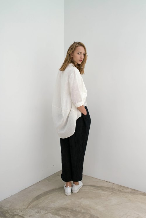 South Island sea breeze. White plain linen long shirt. Spring and Summer | Ysanne