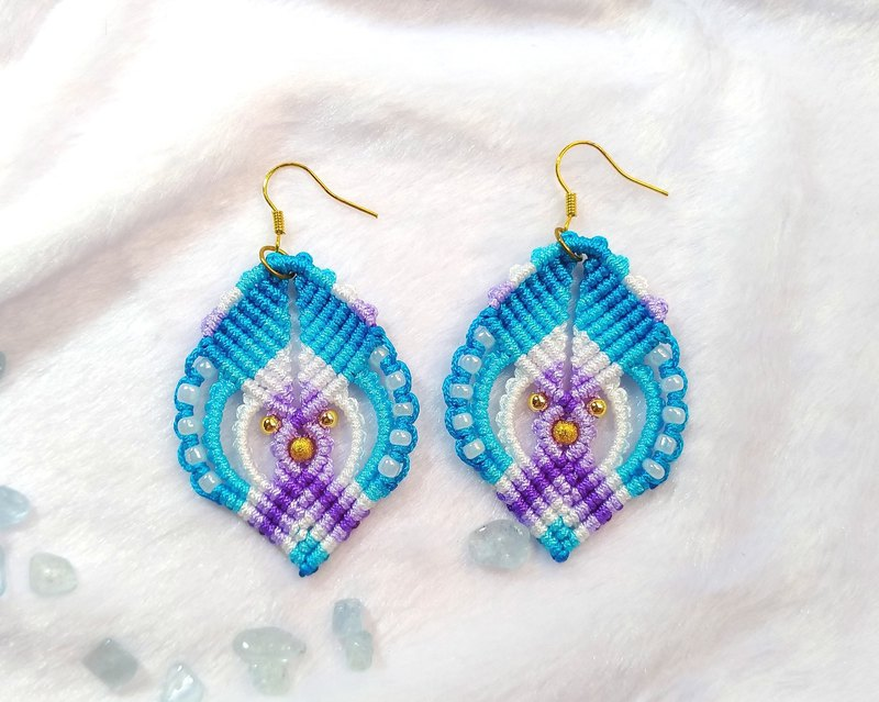 E014-Hand-woven beaded earrings light blue fun fantasy