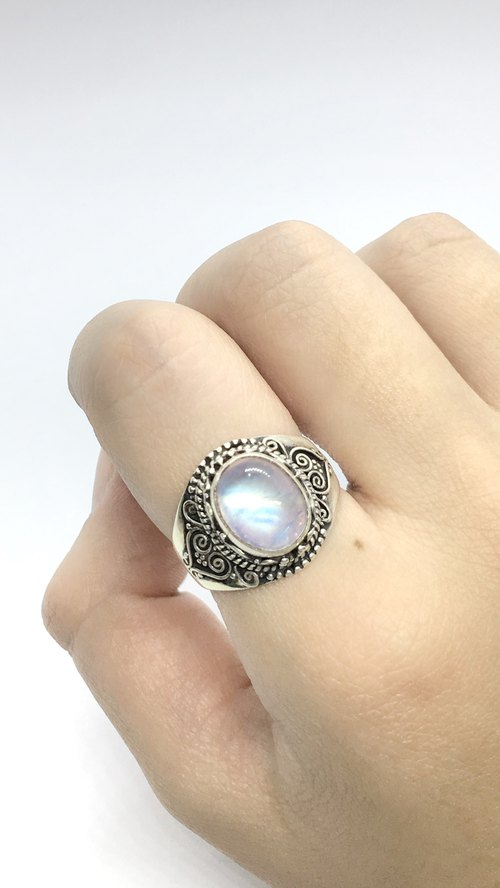 Moonstone 925 sterling silver thick silver vintage ring Nepal handmade silverware