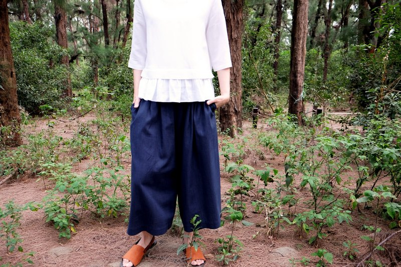 Nine points wide pants. Dark blue