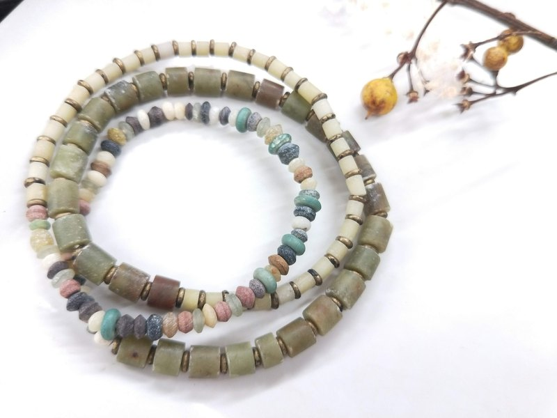 [The only product] detailed ancient glass * collection of treasures and more bracelets