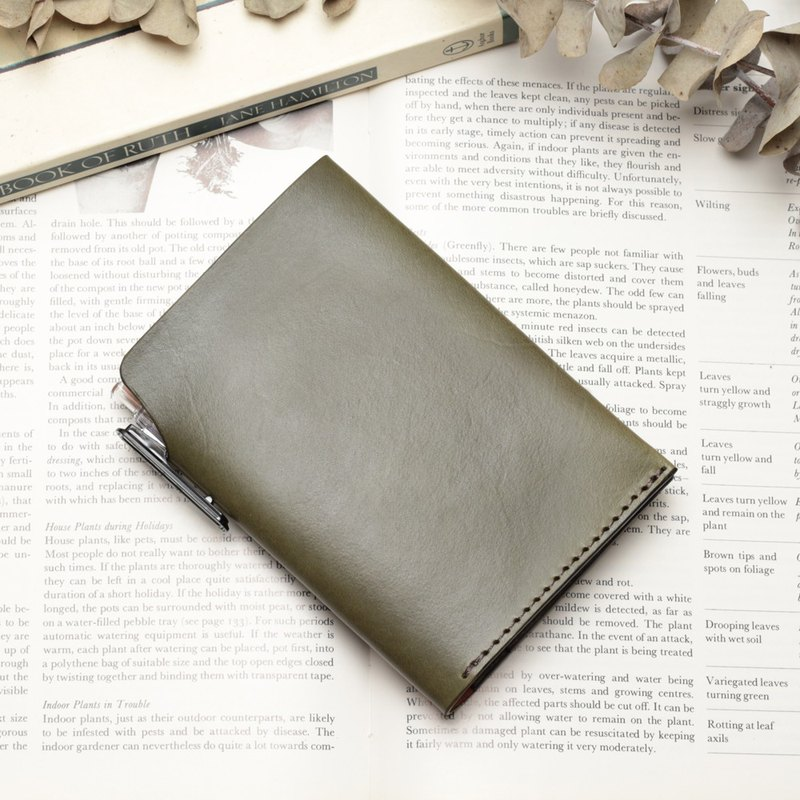 Retro morning tree green hand-dyed vegetable tanned cow leather handmade passport holder