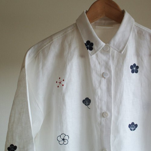 Linen shirt White plum family crest