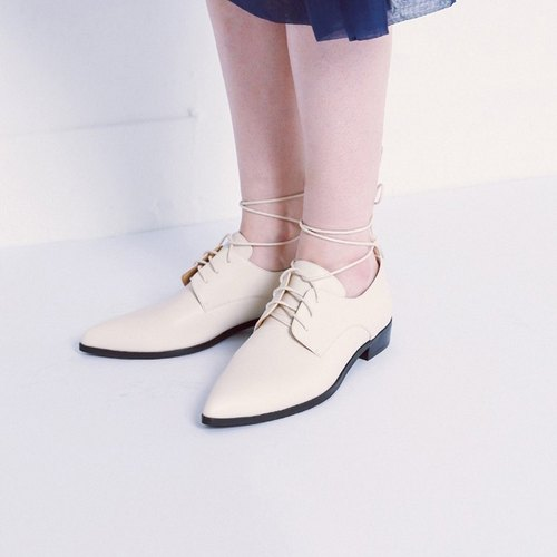 Suffering tether with pointed leather Oxford leather shoes