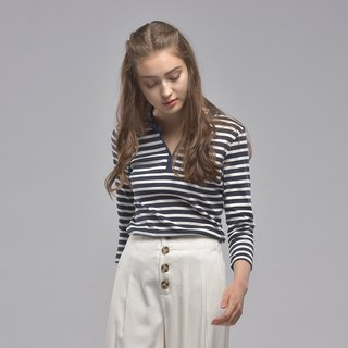 Small V-neck cropped three-quarter sleeve striped top