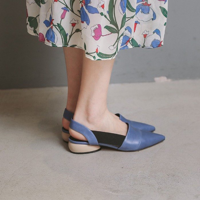 Side of the black bandage with a special arc with a pointed leather sandals blue apricot