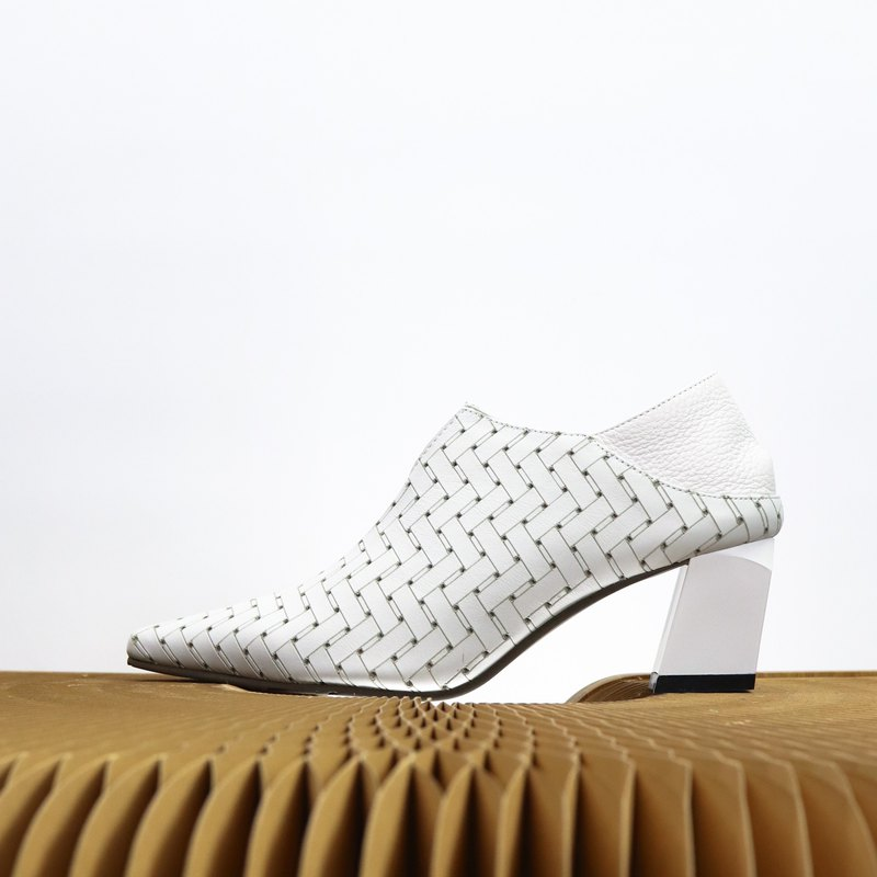 white woven leather pattern tip ankle heels