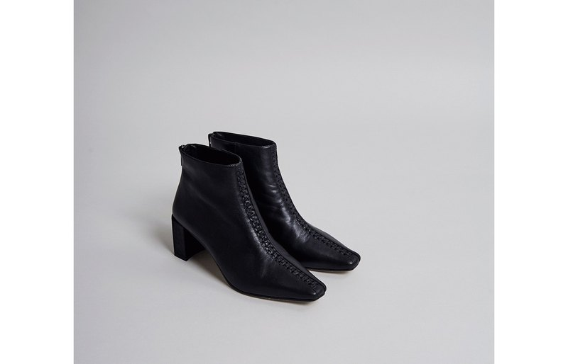 Small square head tangential hexagonal heel boots black