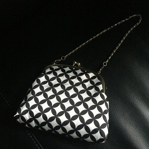 Original Print Japanese traditional pattern kiss lock petit bag SHIPPOUTSUNAGI