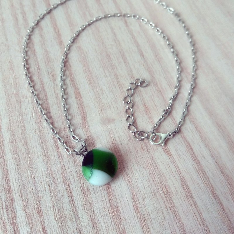Green tea dumpling glass necklace / clavicle chain